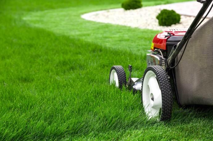 06-annoying-chores-mow-lawn