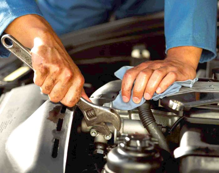 auto-mechanic-hands